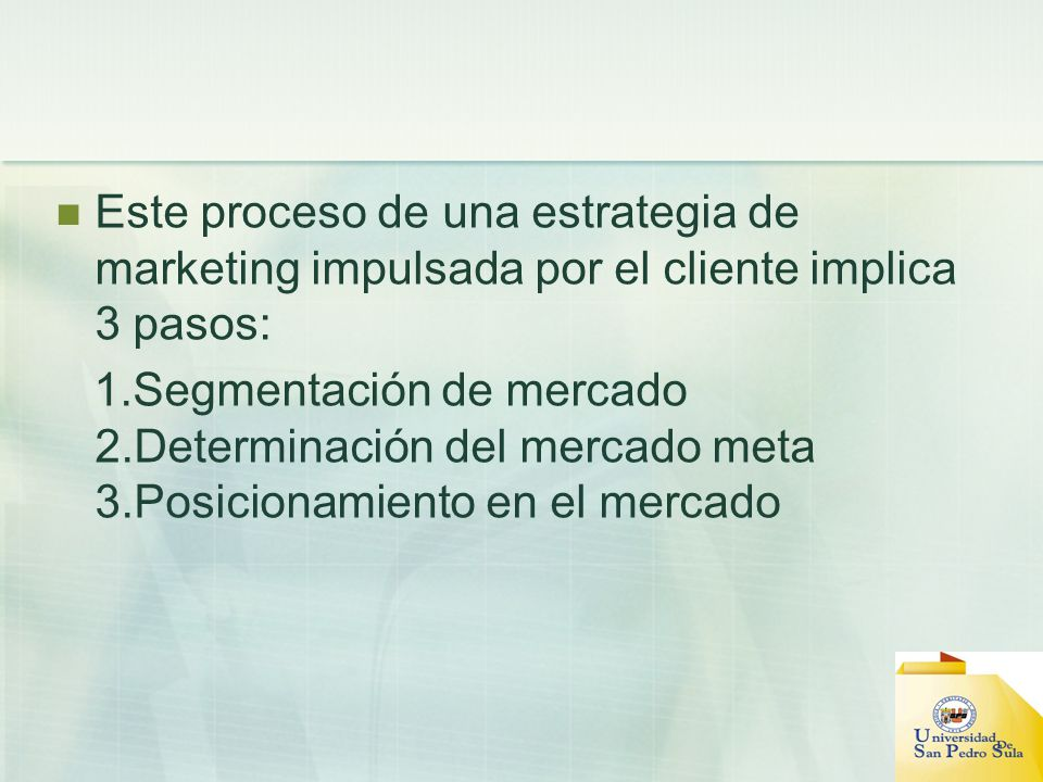 Este proceso de una estrategia de marketing impulsada por el cliente implica 3 pasos: