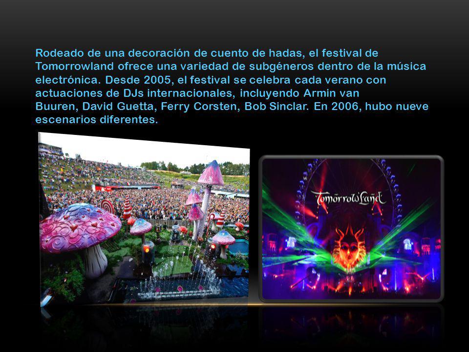 Rodeado de una decoración de cuento de hadas, el festival de Tomorrowland ofrece una variedad de subgéneros dentro de la música electrónica.