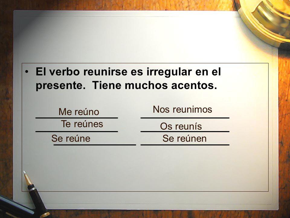 El verbo reunirse es irregular en el presente. Tiene muchos acentos