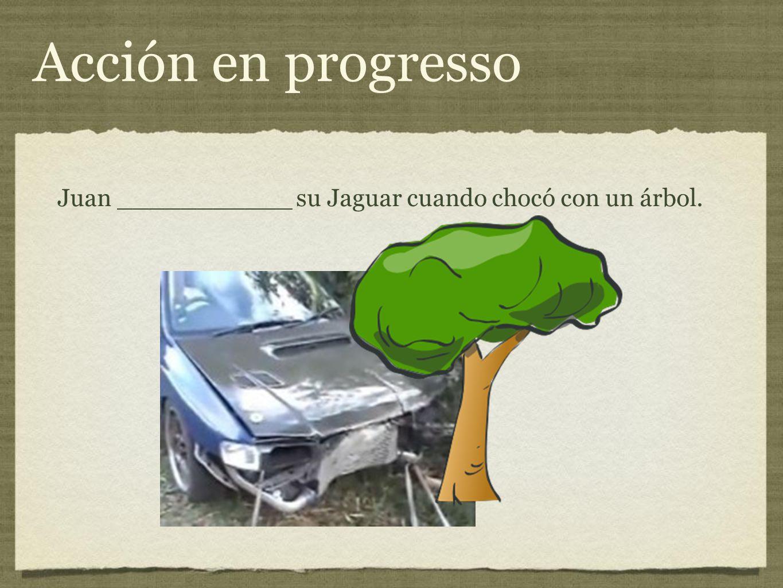 Juan ___________ su Jaguar cuando chocó con un árbol.