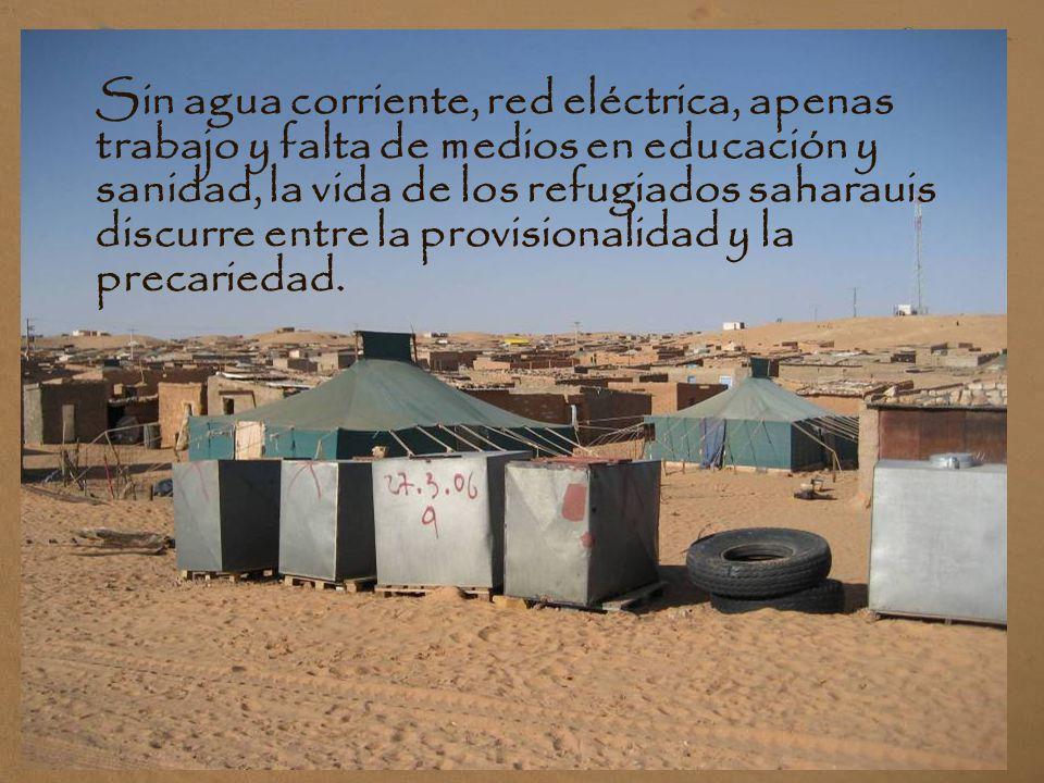 Sin agua corriente, red eléctrica, apenas trabajo y falta de medios en educación y sanidad, la vida de los refugiados saharauis discurre entre la provisionalidad y la precariedad.