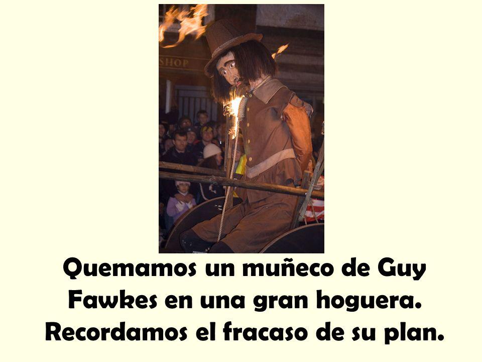 Quemamos un muñeco de Guy Fawkes en una gran hoguera