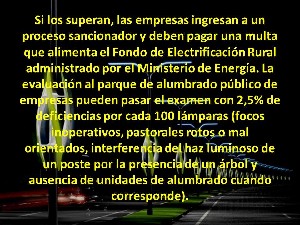 Si los superan, las empresas ingresan a un proceso sancionador y deben pagar una multa que alimenta el Fondo de Electrificación Rural administrado por el Ministerio de Energía.