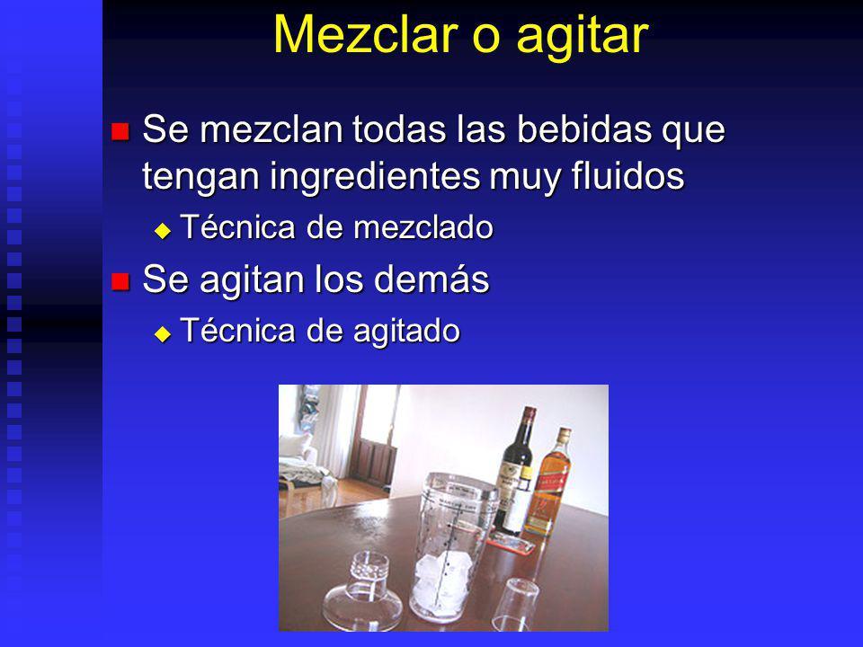 Mezclar o agitar Se mezclan todas las bebidas que tengan ingredientes muy fluidos. Técnica de mezclado.