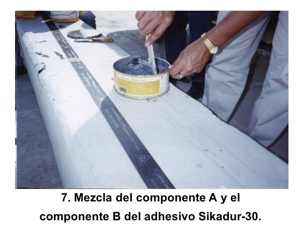 7. Mezcla del componente A y el componente B del adhesivo Sikadur-30.