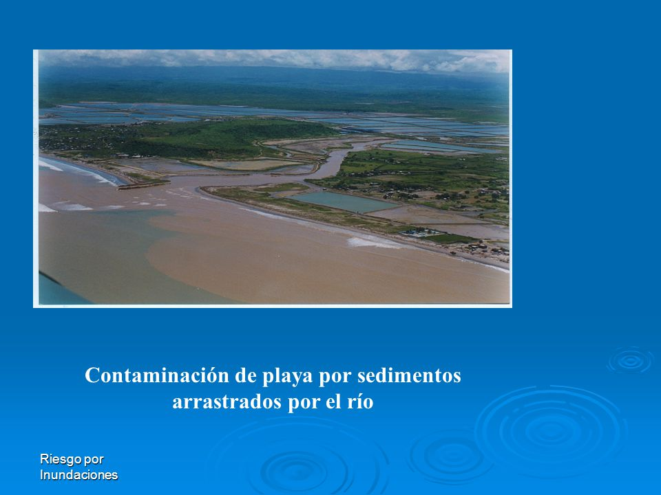 Contaminación de playa por sedimentos arrastrados por el río