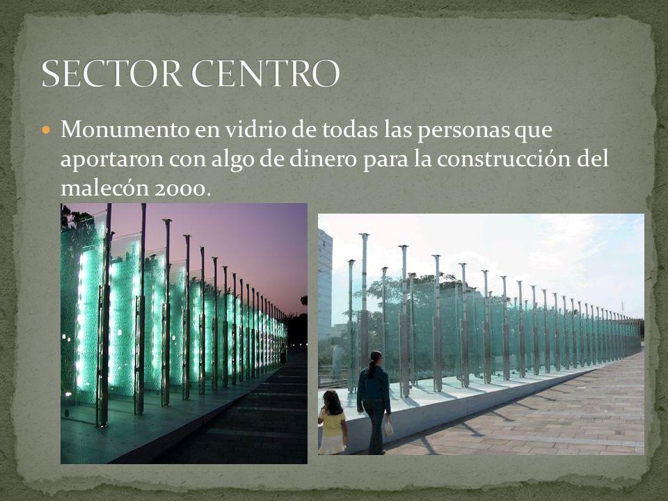 SECTOR CENTRO Monumento en vidrio de todas las personas que aportaron con algo de dinero para la construcción del malecón 2000.