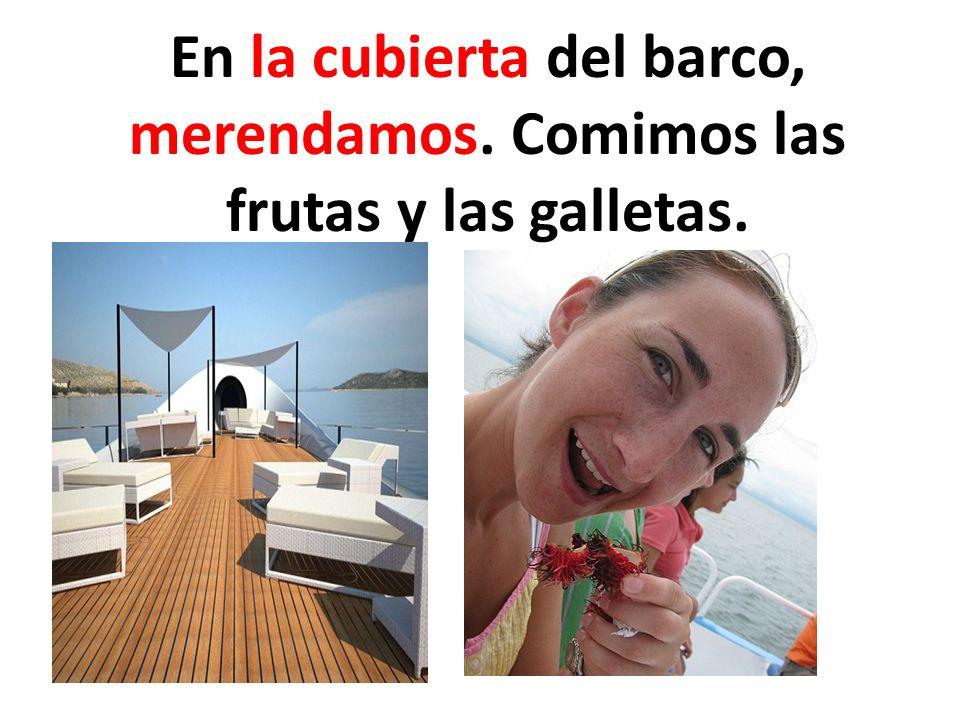 En la cubierta del barco, merendamos. Comimos las frutas y las galletas.