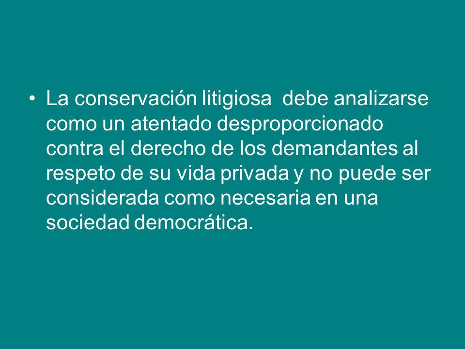 La conservación litigiosa debe analizarse como un atentado desproporcionado contra el derecho de los demandantes al respeto de su vida privada y no puede ser considerada como necesaria en una sociedad democrática.