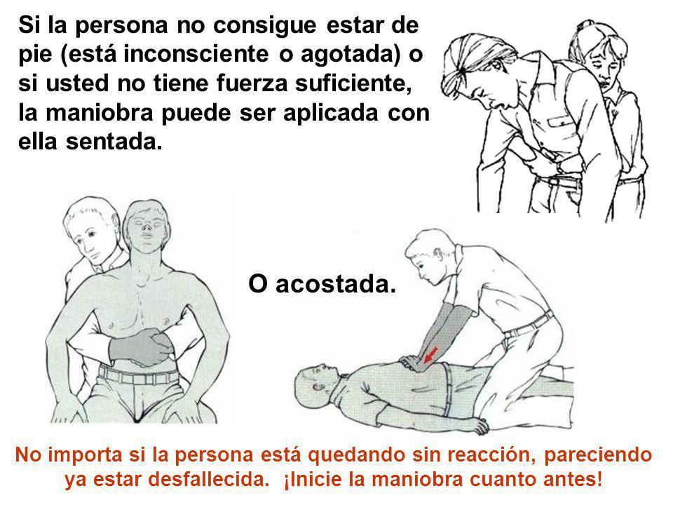 Si la persona no consigue estar de pie (está inconsciente o agotada) o si usted no tiene fuerza suficiente, la maniobra puede ser aplicada con ella sentada.