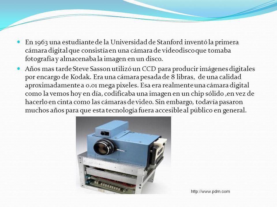 En 1963 una estudiante de la Universidad de Stanford inventó la primera cámara digital que consistía en una cámara de videodisco que tomaba fotografía y almacenaba la imagen en un disco.