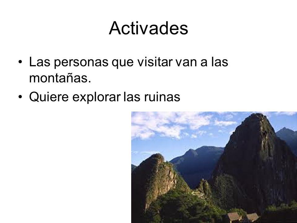 Activades Las personas que visitar van a las montañas.