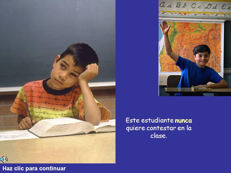 Este estudiante nunca quiere contestar en la clase.