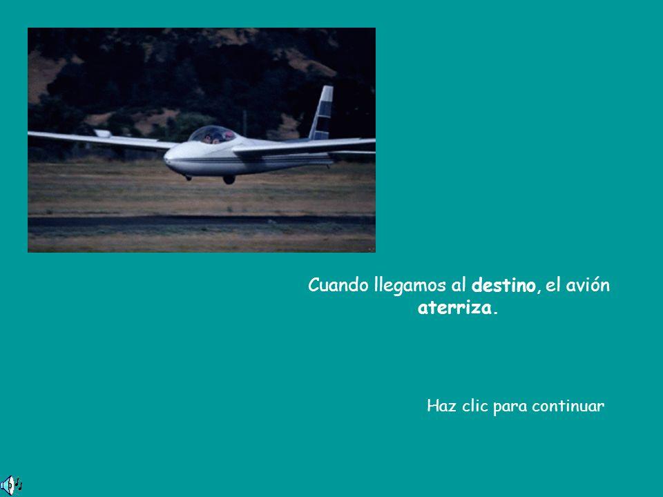 Cuando llegamos al destino, el avión aterriza.