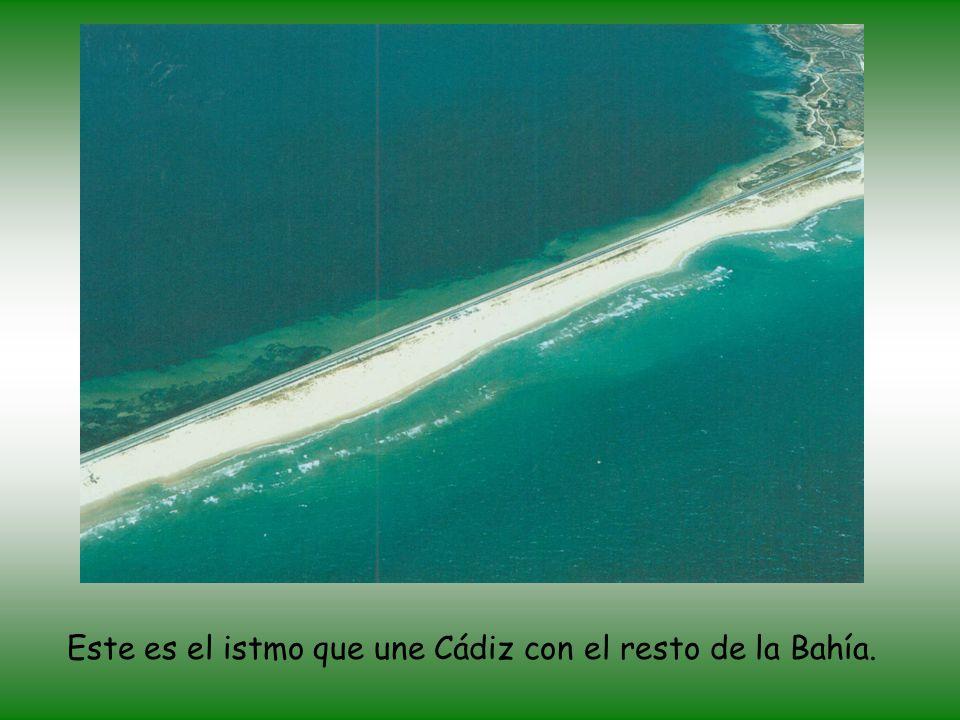 Este es el istmo que une Cádiz con el resto de la Bahía.