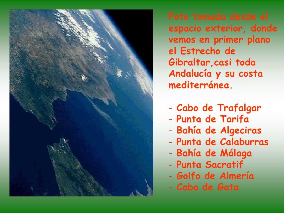 Foto tomada desde el espacio exterior, donde vemos en primer plano el Estrecho de Gibraltar,casi toda Andalucía y su costa mediterránea.