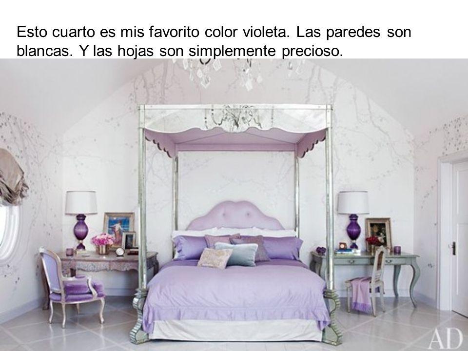 Esto cuarto es mis favorito color violeta. Las paredes son blancas