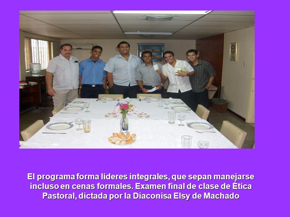 El programa forma líderes integrales, que sepan manejarse incluso en cenas formales.