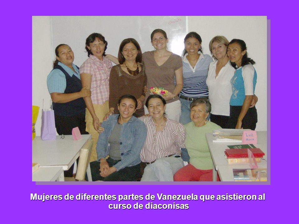 Mujeres de diferentes partes de Vanezuela que asistieron al
