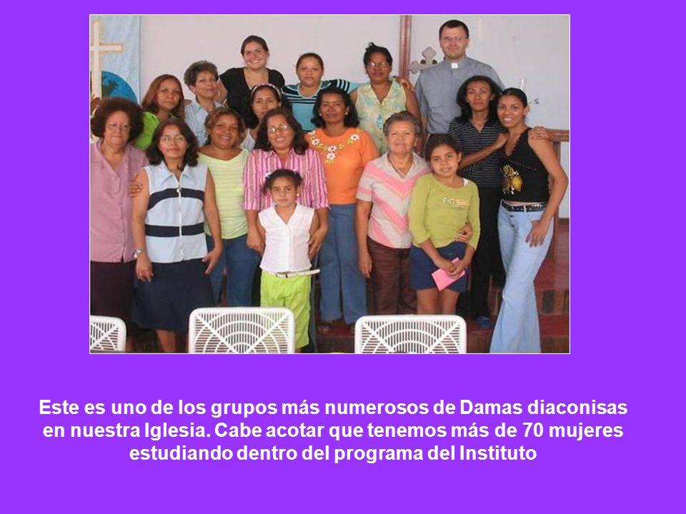 Este es uno de los grupos más numerosos de Damas diaconisas en nuestra Iglesia.