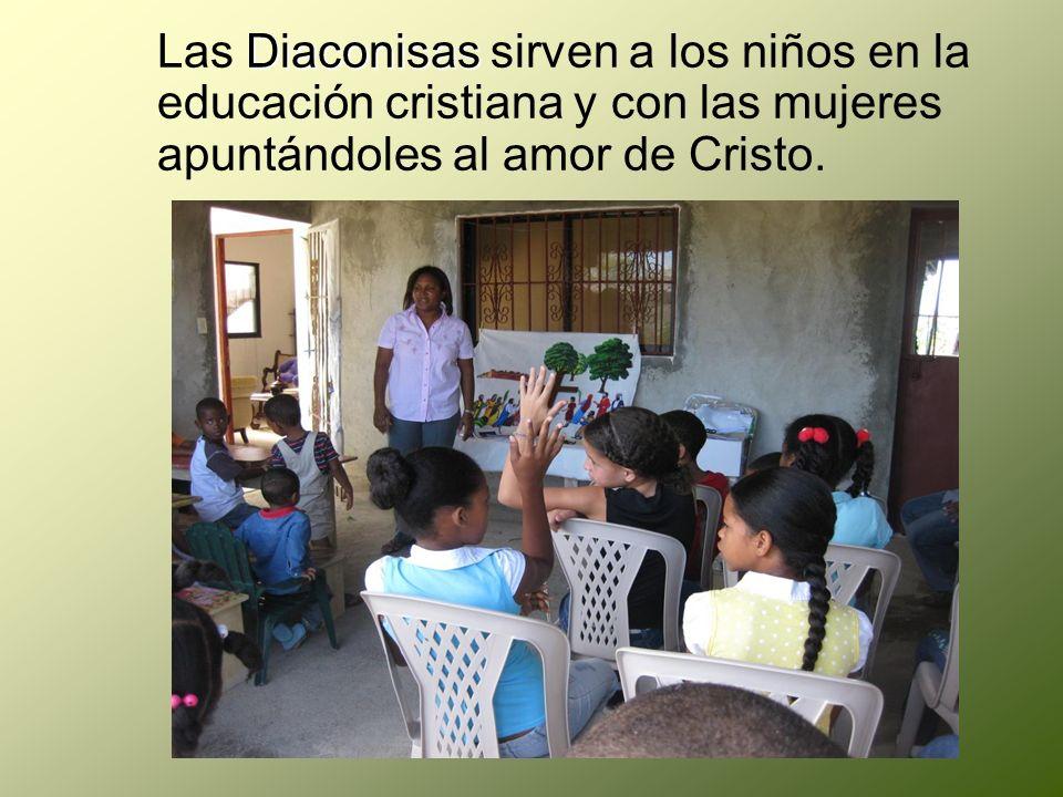 Las Diaconisas sirven a los niños en la educación cristiana y con las mujeres apuntándoles al amor de Cristo.