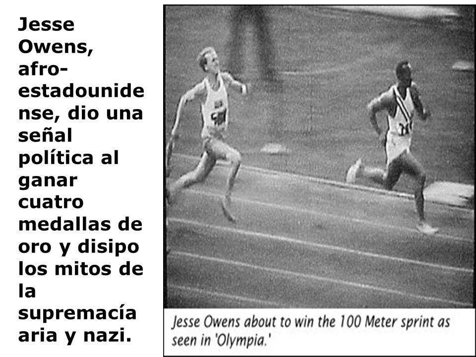 Jesse Owens, afro-estadounidense, dio una señal política al ganar cuatro medallas de oro y disipo los mitos de la supremacía aria y nazi.