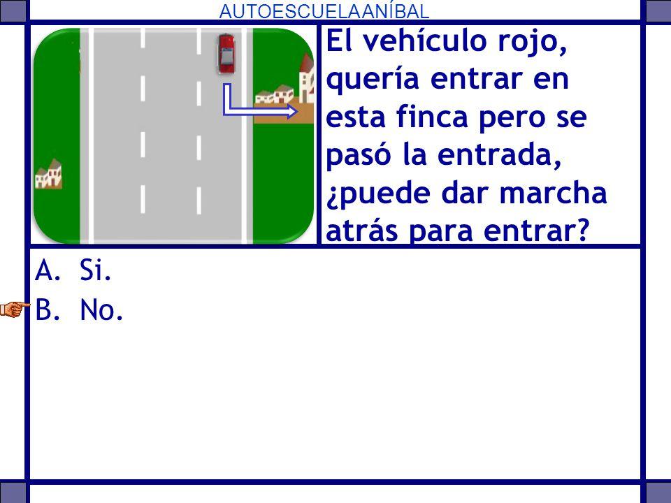 El vehículo rojo, quería entrar en esta finca pero se pasó la entrada, ¿puede dar marcha atrás para entrar