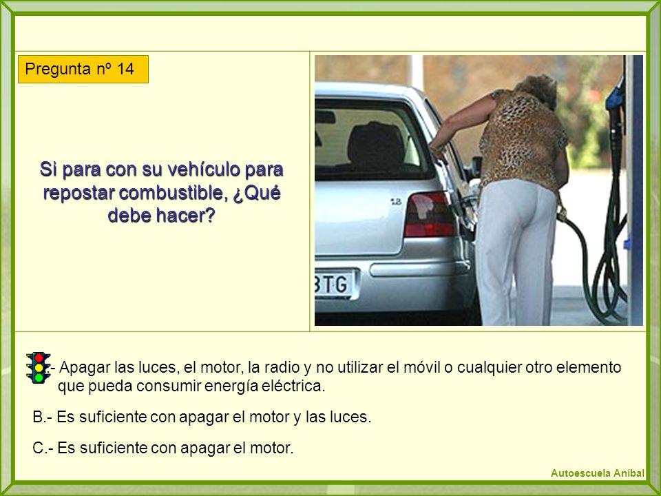 Si para con su vehículo para repostar combustible, ¿Qué debe hacer