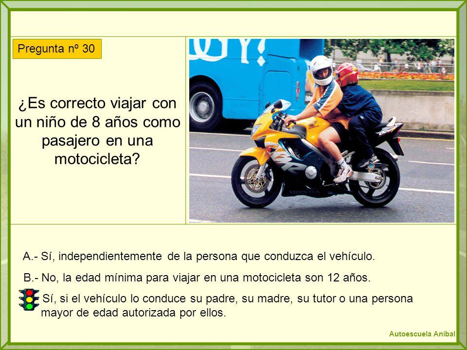 ¿Es correcto viajar con un niño de 8 años como pasajero en una motocicleta