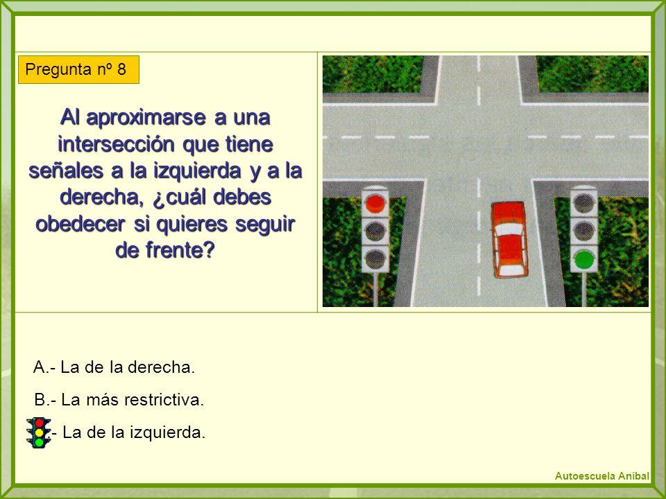 Al aproximarse a una intersección que tiene señales a la izquierda y a la derecha, ¿cuál debes obedecer si quieres seguir de frente
