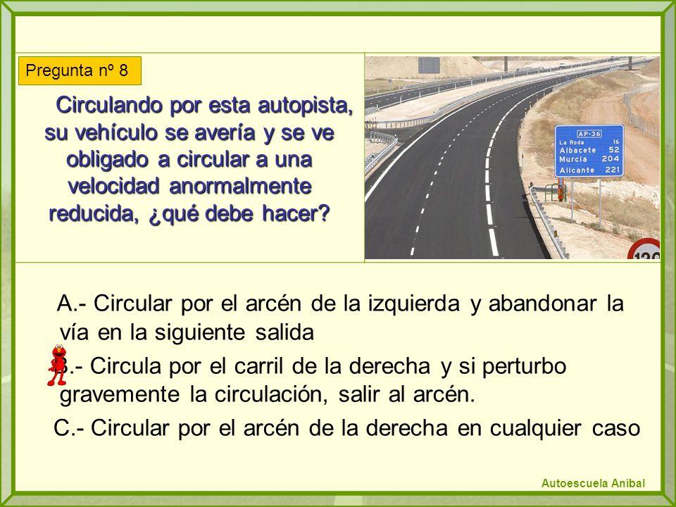 Circulando por esta autopista, su vehículo se avería y se ve obligado a circular a una velocidad anormalmente reducida, ¿qué debe hacer