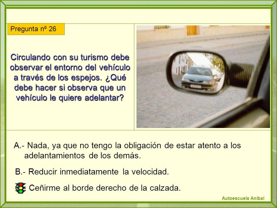 B.- Reducir inmediatamente la velocidad.