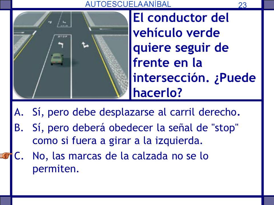 El conductor del vehículo verde quiere seguir de frente en la intersección. ¿Puede hacerlo