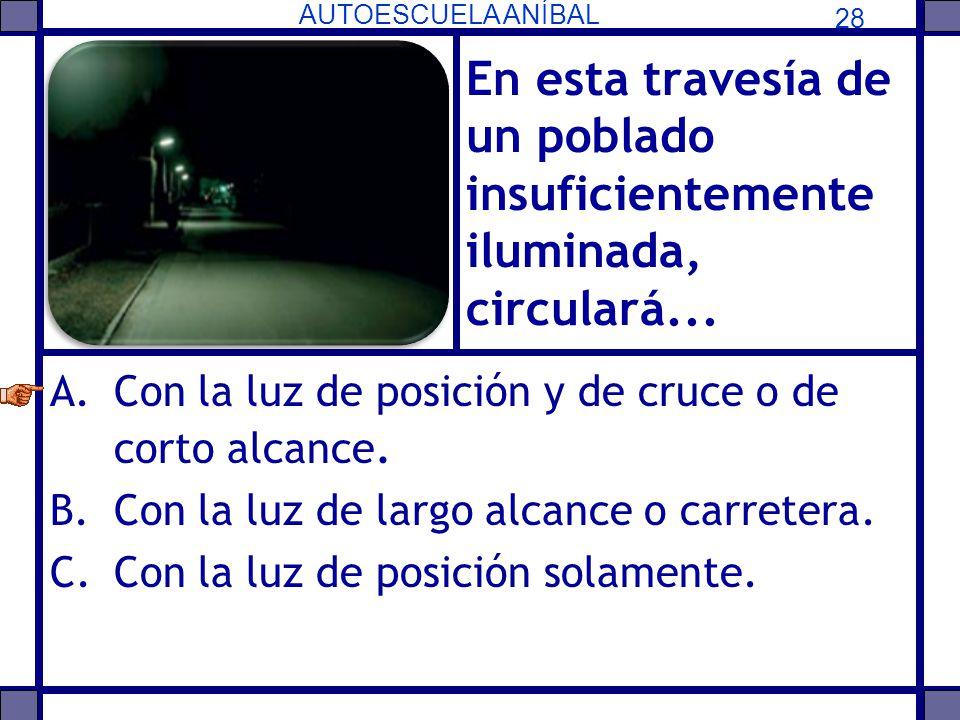 En esta travesía de un poblado insuficientemente iluminada, circulará...