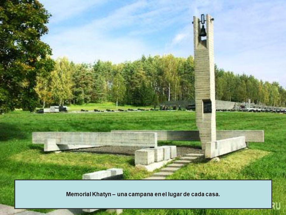 Memorial Khatyn – una campana en el lugar de cada casa.