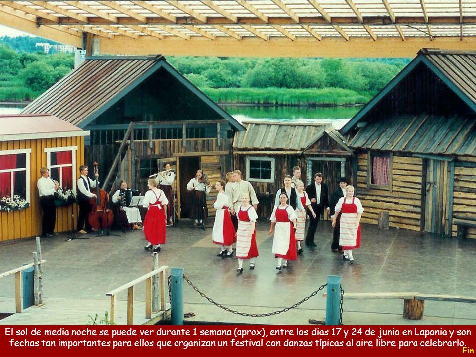 El sol de media noche se puede ver durante 1 semana (aprox), entre los dias 17 y 24 de junio en Laponia y son fechas tan importantes para ellos que organizan un festival con danzas típicas al aire libre para celebrarlo.