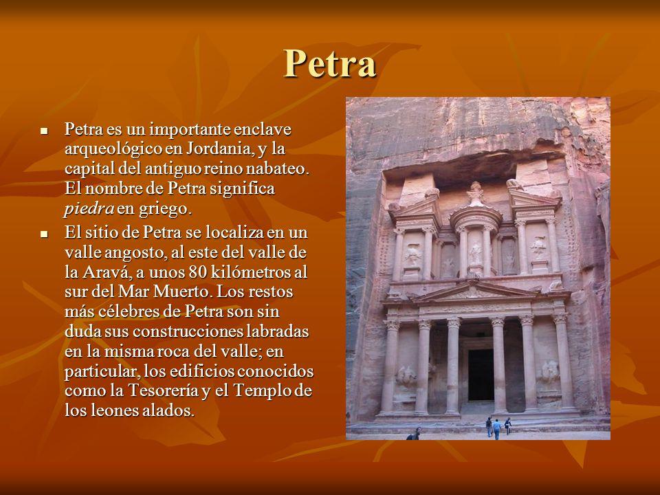 Petra Petra es un importante enclave arqueológico en Jordania, y la capital del antiguo reino nabateo. El nombre de Petra significa piedra en griego.