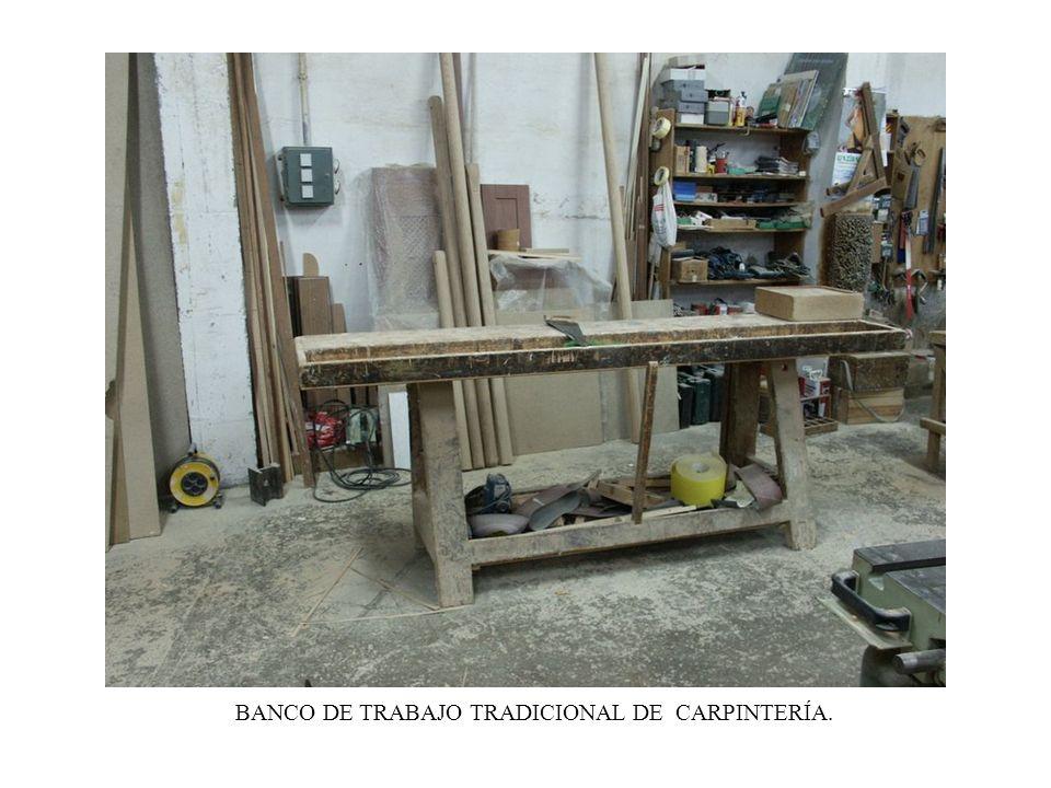 BANCO DE TRABAJO TRADICIONAL DE CARPINTERÍA.