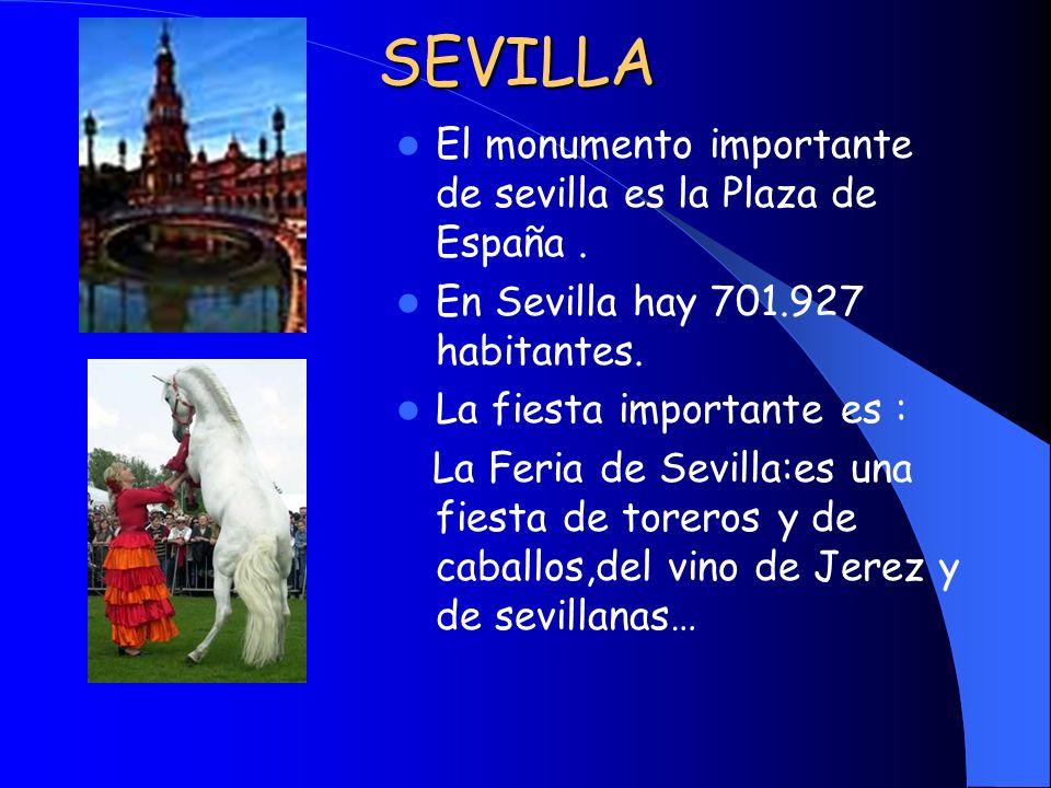 SEVILLA El monumento importante de sevilla es la Plaza de España .