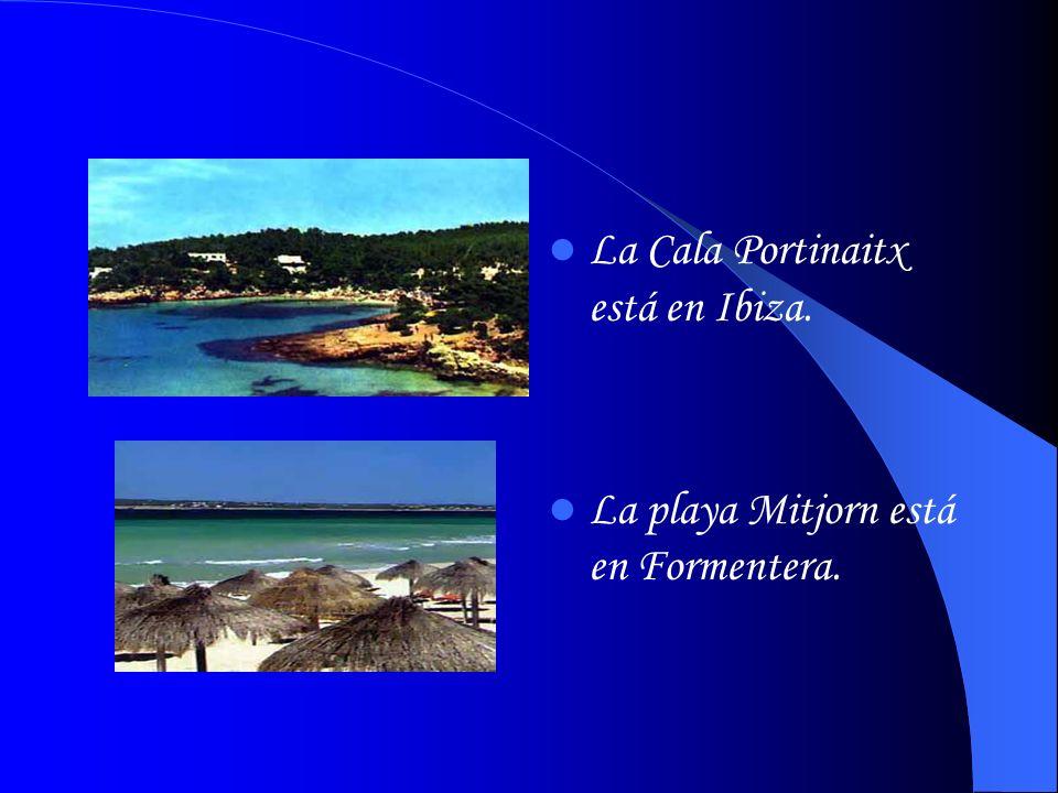 La Cala Portinaitx está en Ibiza.