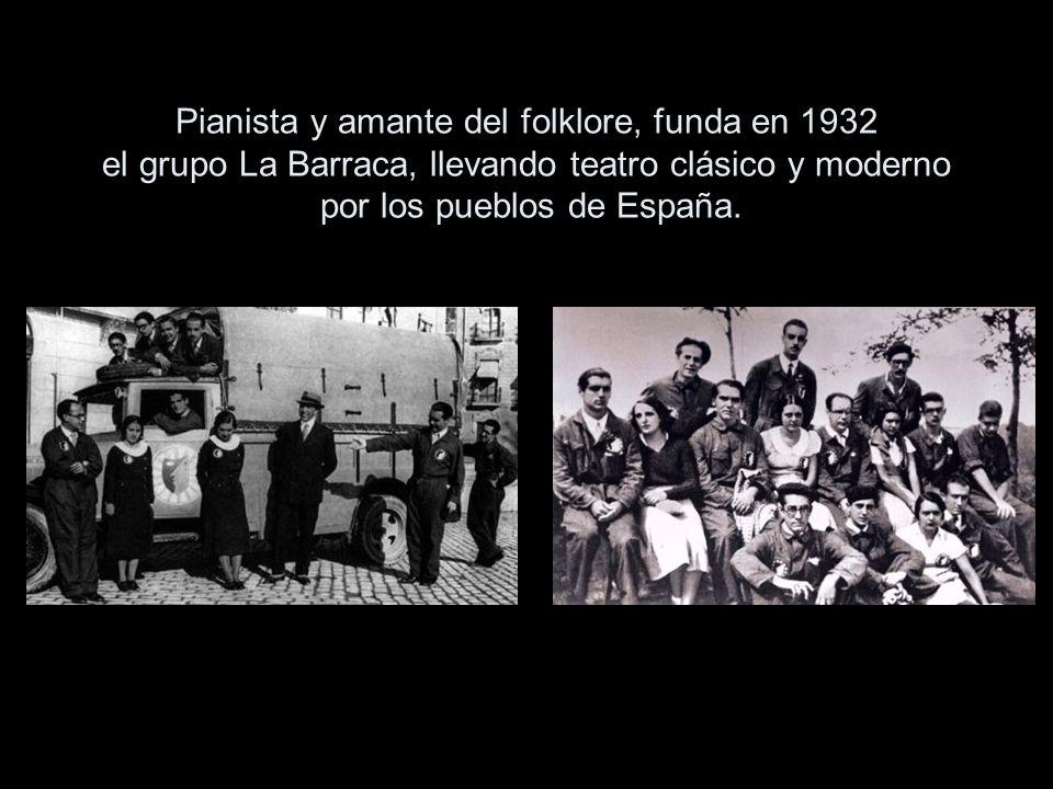 Pianista y amante del folklore, funda en 1932 el grupo La Barraca, llevando teatro clásico y moderno por los pueblos de España.