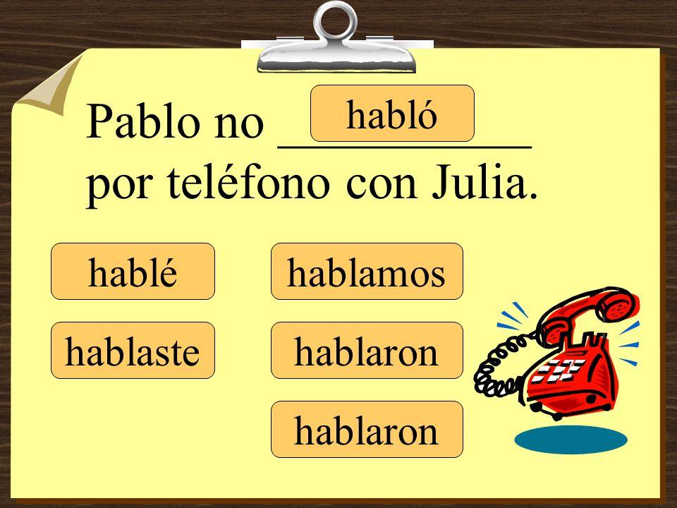 Pablo no __________ por teléfono con Julia.