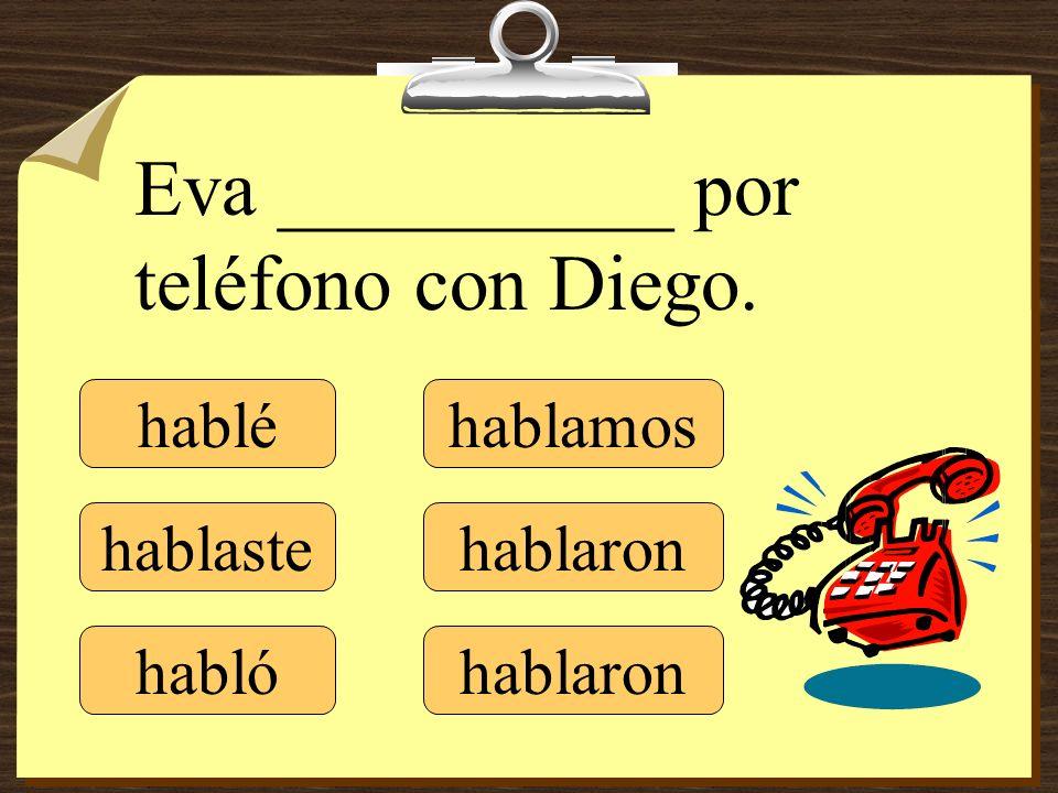 Eva __________ por teléfono con Diego.