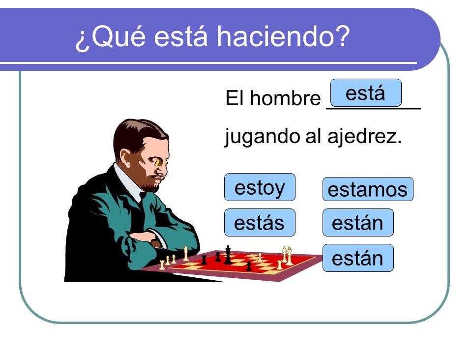 ¿Qué está haciendo está El hombre ________ jugando al ajedrez. estoy