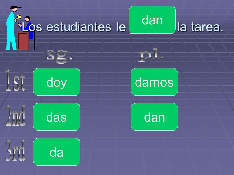 Los estudiantes le ______ la tarea.