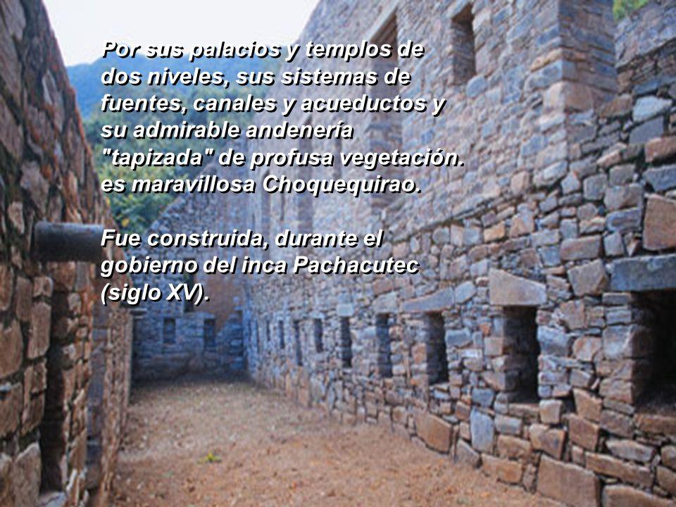 Por sus palacios y templos de dos niveles, sus sistemas de fuentes, canales y acueductos y su admirable andenería tapizada de profusa vegetación. es maravillosa Choquequirao.
