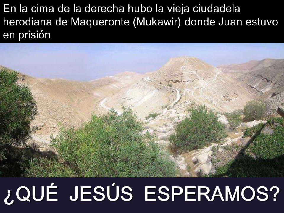 En la cima de la derecha hubo la vieja ciudadela herodiana de Maqueronte (Mukawir) donde Juan estuvo en prisión
