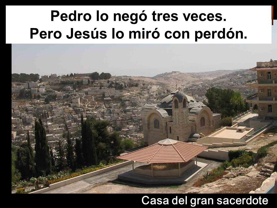 Pedro lo negó tres veces. Pero Jesús lo miró con perdón.