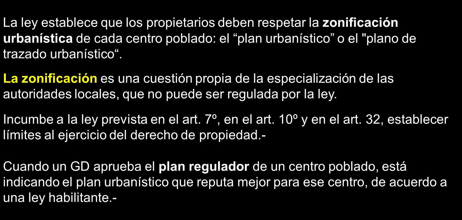 La ley establece que los propietarios deben respetar la zonificación urbanística de cada centro poblado: el plan urbanístico o el plano de trazado urbanístico .