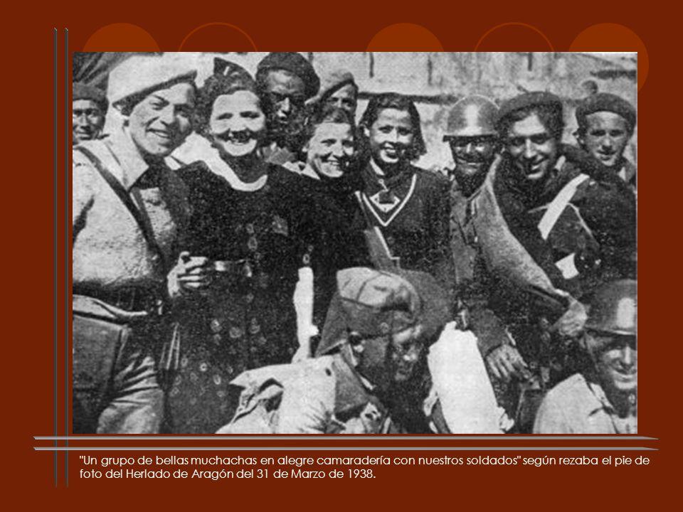 Un grupo de bellas muchachas en alegre camaradería con nuestros soldados según rezaba el pie de foto del Herlado de Aragón del 31 de Marzo de 1938.
